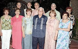 Don Jorge Jaik Villarreal, con sus hermanos, Linda, Óscar, Mery, Samia, María del Rosario, Jesús, Susana, Elizabeth, Juan José y Abraham Jaik.