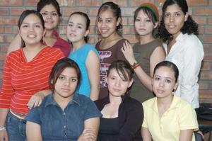 <b>02 junio</b><p> Mariana Guerrero, acompañada por un grupo de amigas en su fiesta de cumpleaños.