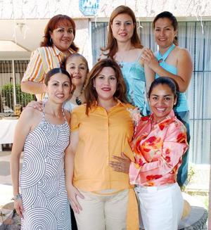 Claudia de Burciaga, Cristy de Díaz, Liliana de Macías, Argentina de Salas, Beatriz Reuter y Judith de Limones le organizaron una fiesta de canastilla a María Cristina Reyes de Gutiérrez