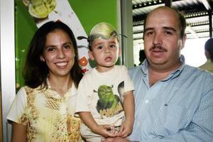 Jorge Alberto González y María Cristina Cárdenas le organizaron una fiesta de cumpleaños a si hijo Manuel González de Cárdenas.