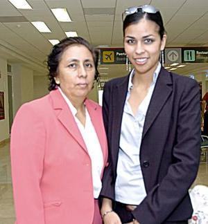 Celina Perales y María Irma Alba viajaron con destino al DF.