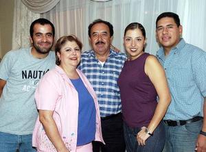 <b>04 junio </b><p> Montserrat Gaucín de Orozco fue festejada por sus papás, María Guadalupe de Gaucín, su esposo Rafael Orozco Guerrero y su hermano Arturo Gaucín Hernández.