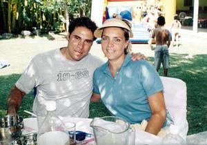 Javier González Colsa y su esposa Laura Urrea de González en pasada celebración