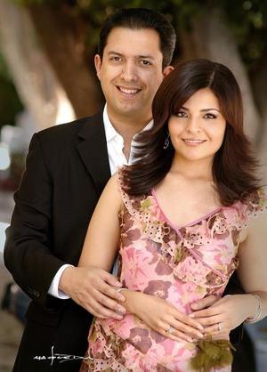 Luis Felipe González Muños y Lizy Galiano Atilano