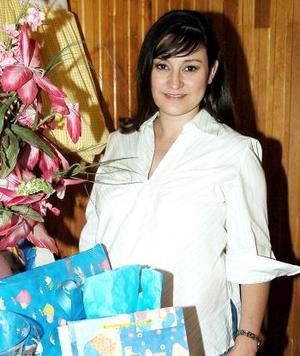 <b>04 de junio </b><p> Magaly Oyervides de Ruiz recibió sinceras felicitaciones por el próximo nacimiento de su bebé.