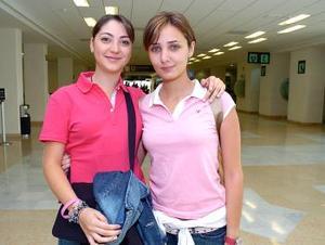 <b>04 de junio</b><p> Paty Lugo y Marcela Albéniz viajaron con destino a Europa.