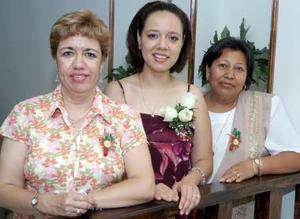 Mary de la Vega y Cristina Ibarra de Reyes le ofrecieron una despedida de soltera a Odila Martínez