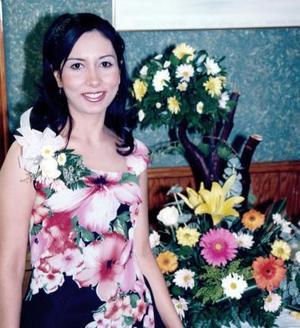 <b>05 de junio </b><p> Yadira Castro Cervantes, captada en su despedida de soltera