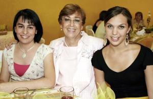 Carla Romo, Ana María de González y Leonor de Sánchez