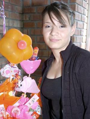 Mariana Guerrero Cuevas recibió numerosos regalos, en la fiesta de cumpleaños que le organizaron un grupo de amigas