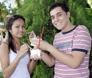 Linda López y  Orlando Mata
