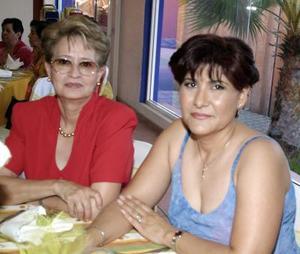 Susana Niño de Rivera y Mayela Carmona de Bernal.