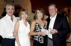 Carlos Martínez Torres, Patricia de Martínez, Edurne de Villegas y Rafael Villegas.