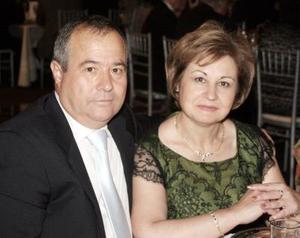 Miguel Guillen y Mary, en reciente convivio.