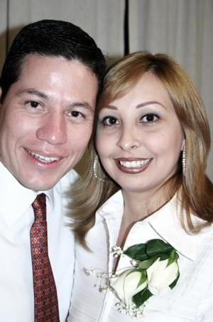 Alberto Iparrea Cervantes y Cecilia Castillo Mancha disfrutaron de una despedida de solteros, que les organizó un grupo de amigos por su próxima boda.