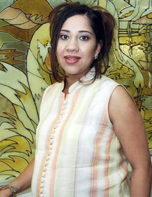 Vanessa Ávalos de Alanís se encuentra feliz por el próximo nacimiento de su primer bebé.
