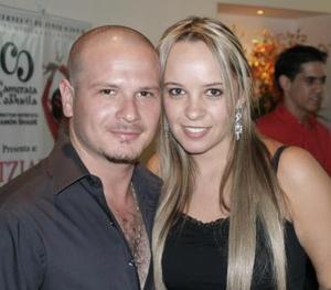 Sergio Aguiñaga y Alejandra Reed.