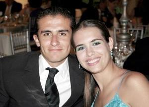 Enrique Iglesias y Anabel Allegre, captados en reciente convivio.JPG