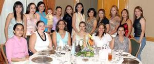 Mavis Gurrola de Garza compartió agradables momentos, con un grupo de invitadas a la fiesta de canastilla que le organizarón por el próximo nacimiento de su bebé
