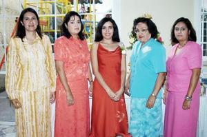 Ruth Madai Onofre Acevedo disfrutó de una despedida de soltera que le organizaron su abuelita Minerva Rodríguez de Acevedo, y sus tías Minerva, Elda Lidia y Laura Iris