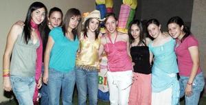 <b>05 junio</b><p> Viviana Barrena Muñoz celebró su cumpleaños en compañía de amigas