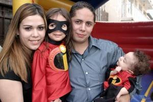 La pequeña Laura Dovalina Escobedo celebró su tercer cumpleaños con una divertida fiesta que le organizaron sus papás, Luis Leopoldo Dovalina y Mayela Escobedo