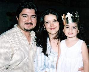Regina Acosta Simental celebró su tercer cumpleaños, con una bonita fiesta que le organizaron sus papás, Eduardo Acosta Rodríguez y Nadia Simental.