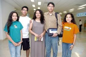 Abraham Delgado Viajo a Cuba y fue despedido por la familia Delgado Vaquera.
