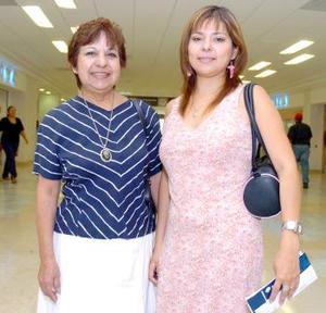 Aída Guajardo Vela  viajó al DF y fue despedida por Lucy Vela..