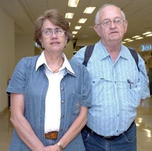 <b>05 de junio</b><p> Enrique y Susana Marroquín viajaron a la Ciudad de México.