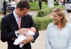 """La nueva """"royal"""" nació en la clínica Teknon, en Barcelona, y es la sexta nieta de los Reyes de España Juan Carlos y Sofía."""