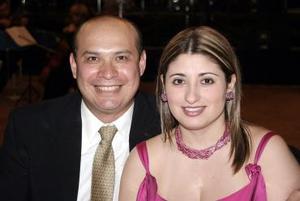 Mauricio Silos y Zarra Gutiérrez de Silos, en reciente festejo.