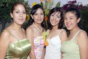 Cory en compañía de sus hermanas Brenda, Samantha y Astrid Muñoz.