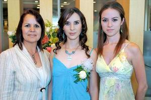 <b>09 de junio </b><p> Melina Reyes Velázquez junto a su mamá Rosy de Reyes y su hermana Viridiana, en la despedida de soltera que le organizaron