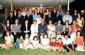 Señores Hernán Cepeda Cepeda y Martha Díaz Flores de Cepeda, celebraron sus  Bodas de Oro en compañía de su familia