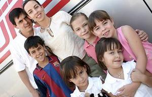 José Ramón Arias Anzures, Rosario Garza de Arias y los niños José, Rosarín, Esther, Ángela y Ana Arias.