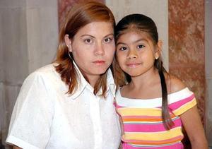 <b>08 de junio</b><p> María de Jesús Valenzuela y la Niña Fernanda Reyes