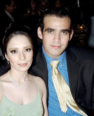 <b>09 de junio</b><p> Yunué Montiel y Daniel Guízar, captados en reciente recepción nupcial.