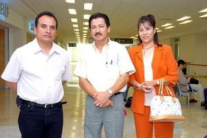 Armando Estrada, Marco Inzunza y Karina Espinoza Viajaron ayer al DF.