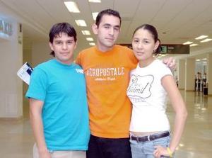 <b>09 de junio</b><p>  Humberto Ramos Viajó a Honduras y fue despsdido por Perla Dávila y Javier Cruz.