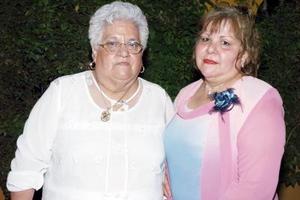 Carmen Sámago Alvarado y Carnen Alvarado Barraza, en pasado festejo.