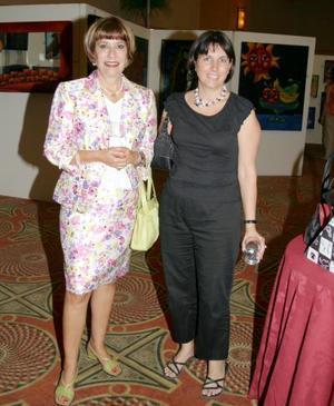 Gabriela Maldonado de Acosta y Verónica Acosta de Sada.