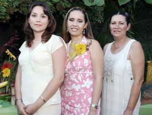 Laura Elena Campa de Fernández y Cecilia Gámez de Ochoa le organizaron una despedida de soltera a Samantha Fernández Campa, por su futuro matrimonio con Enrique Gámez y Núñez.