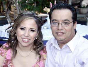 <b>10 de junio</b><p> Leonardo Sosa e Ivonne de Sosa, captados en reciente festejo social.