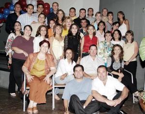 Alegre Festín tuvieron los ex alumnos del Colegio Americano de Torrón, quienes se reunieron para celebrar el 20 aniversario de su garduación.