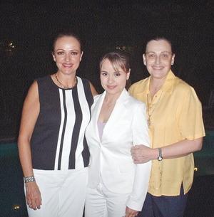 <I>NUEVA DISEÑADORA</I><P> Cecilia Vázquez de Murillo, Lorena Murillo Vázquez y Virginia Vázquez de Haro