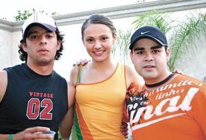 <I>FESTEJA SUS 20 AÑOS</I><P> Alejandro Elizalde, Jessica Alatorre y Gerardo Abdo