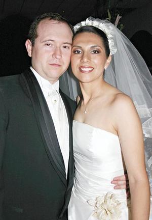 <I>JUNTOS PARA SIEMPRE</I><P> Los novios Carlos Vázquez Fierro y Liliana Cepeda Ramírez