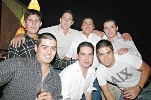 Miguel Dávila, Miguel Dávila, Andrés Osorno, Fer García, Carlos Dávila, Rafa Álvarez y Roberto Dávila
