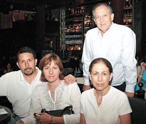 Javier Román, Marissa Nogueira de Román, Marus y Mauricio Ocampo